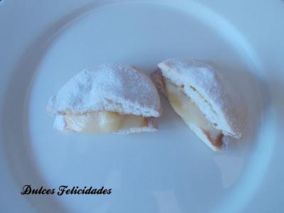 Medialunas de crema pastelera