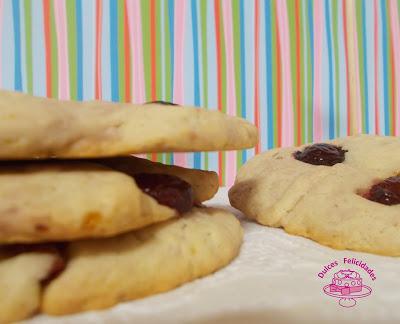 Maxi galletas con trozos de cerezas