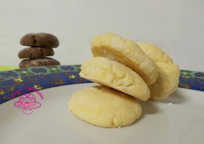 Galletas craqueladas con y sin chocolate