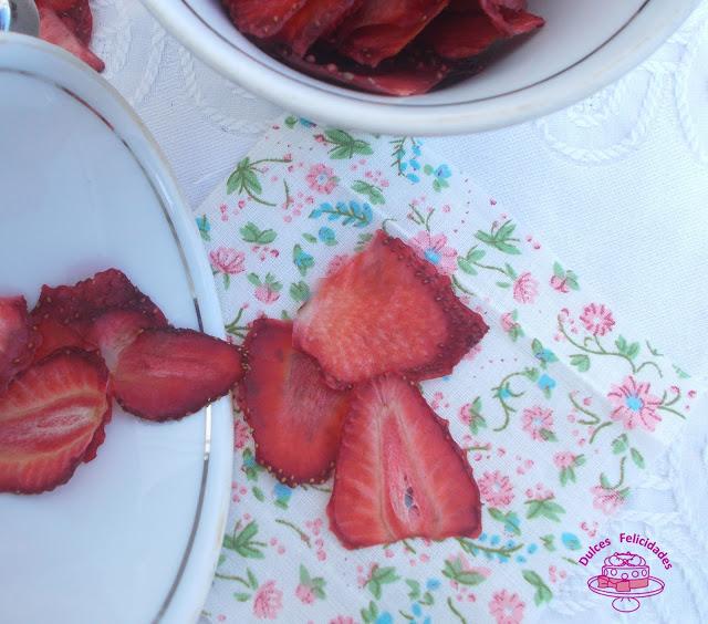 Fresas deshidratadas sin máquina. Fruta deshidratada