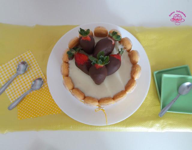 Charlotte de limón y leche condensada con base de galletas