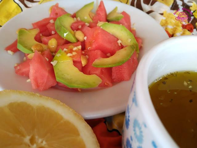 Ensalada de sandía y aguacate con vinagreta de limón