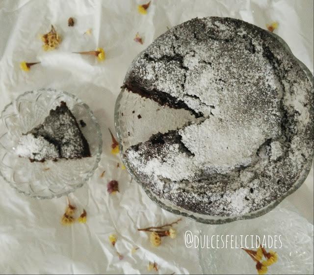 Bizcocho húmedo de chocolate sin huevos receta fácil