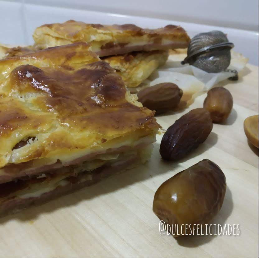 Hojaldre relleno de jamón y queso con dátiles, empanadilla de york y queso