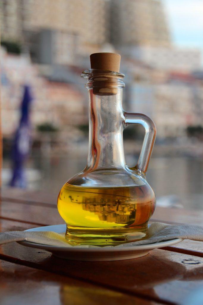 El aceite de oliva: presentaciones, beneficios y consejos de utilización