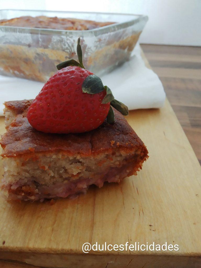 Bizcocho de fresas con nata bizcocho con fresas