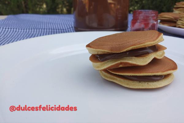 Dorayakis caseros tortitas de miel rellenas
