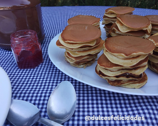 Dorayakis caseros. Tortitas de miel