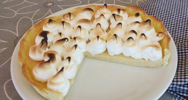tarta de crema pastelera y merengue con masa quebrada o pasta brisa
